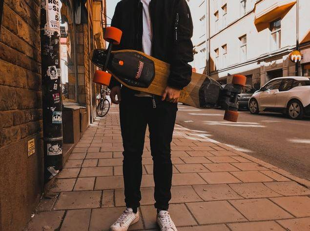 Electric skateboard laws, are they legal? Can you ride them in the sidewalk?